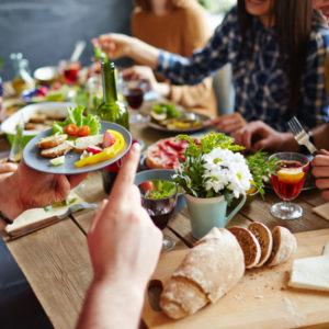 KEEPING YOUR WEIGHT BALANCED WHEN THE TABLE IS FULL: BEST STRATEGIES TO HELP YOU AVOID STUFFING YOURSELF